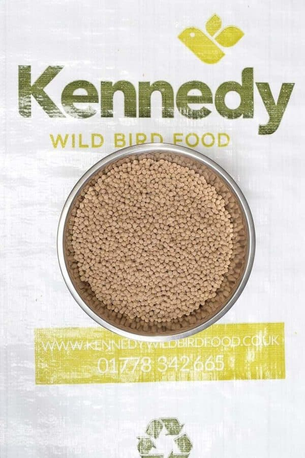 Medium pond pellets fish food