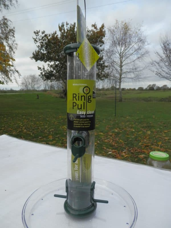 ring pull seed feeder